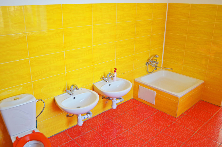 Туалетна кімната групи «Сонечко» ДНЗ №1 «Дзвіночок» міста Сарни