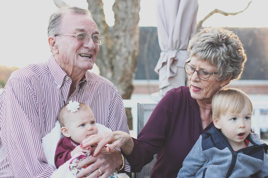 grands parents et leur petits enfants
