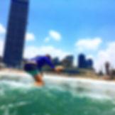שיעור גלישת גלים חוף הדולפינריום