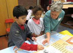 KidsworkingwithLaurieMural