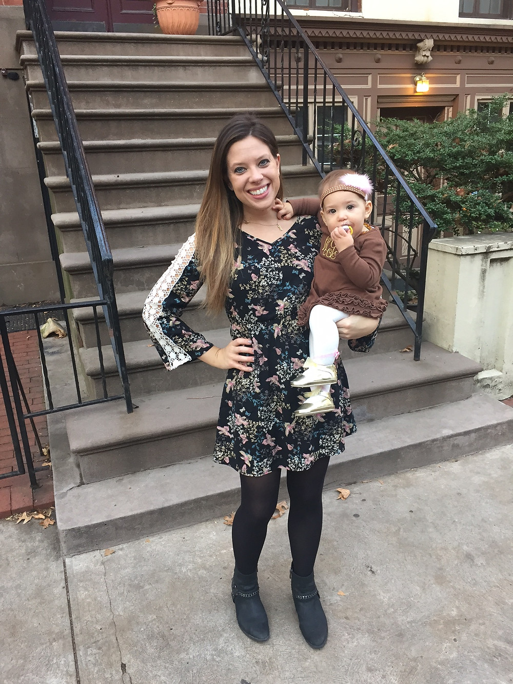 floral-print-dress-blogger-goals-love-this-baby-jersey-city-moms