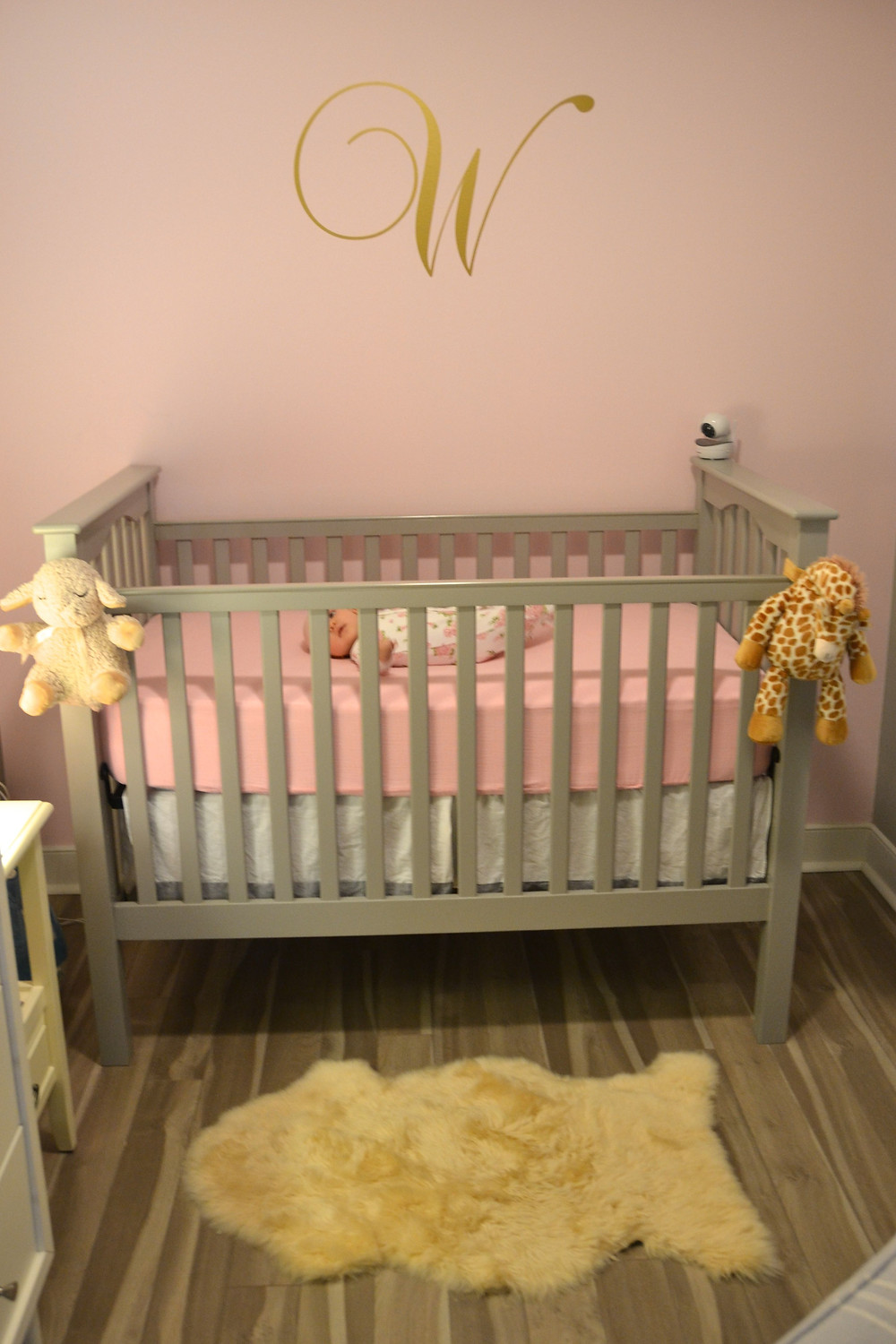 pink-gold-nursery-baby-girl-rooms-inspo-pinterest-kids-rooms