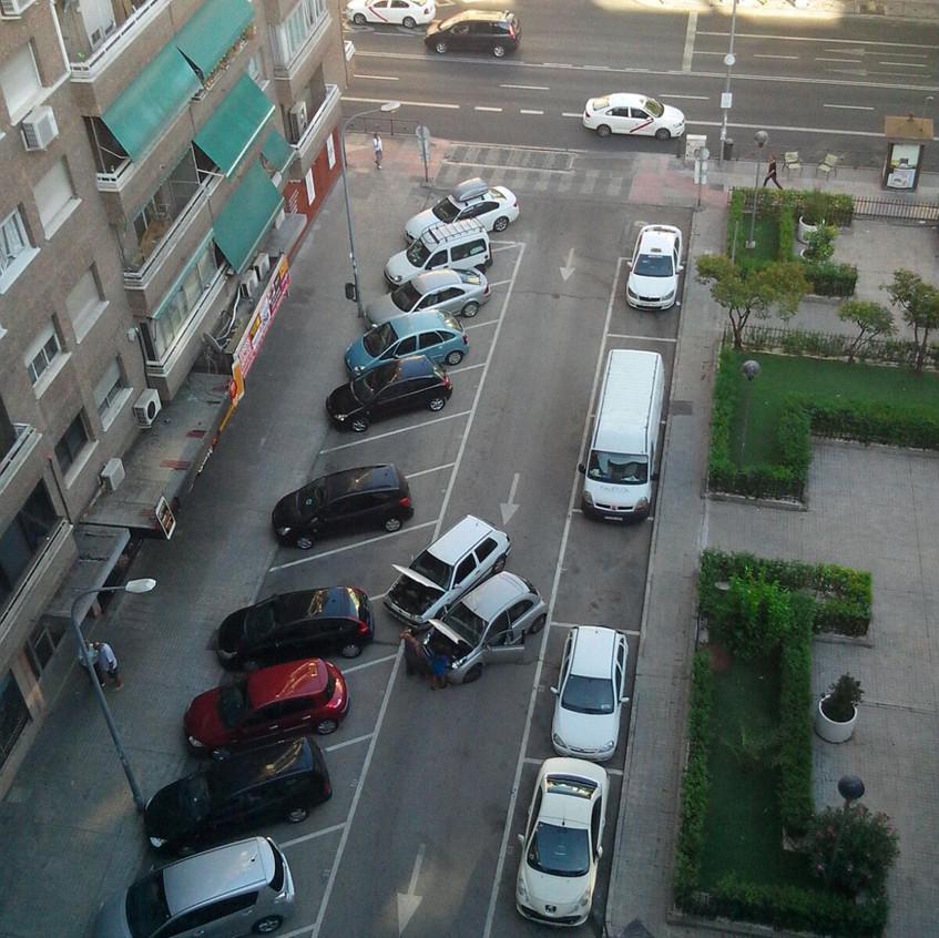 Carril bloqueado por dos coches
