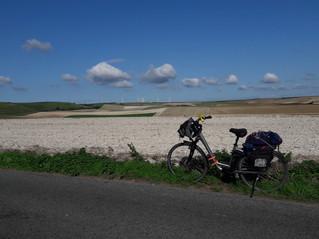 Opale à vélo piste campagne.jpg