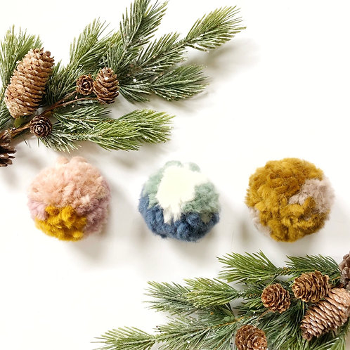 multicolored pompoms | 3pk