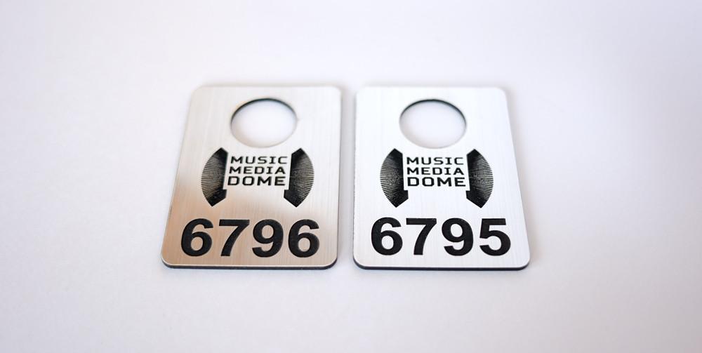 Номерки из двухслойного пластика