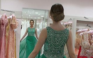 Vestido de festa brilhante verde