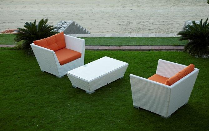 Кресло с наклонными подлокотниками