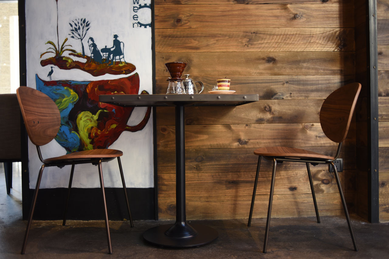 Ovni Side Chair Cafe Lifestyle Image