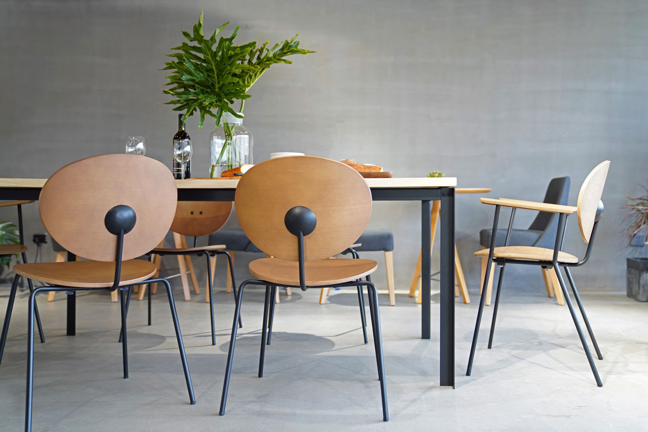 Ovni Arm Chair Cafe Lifestyle Image