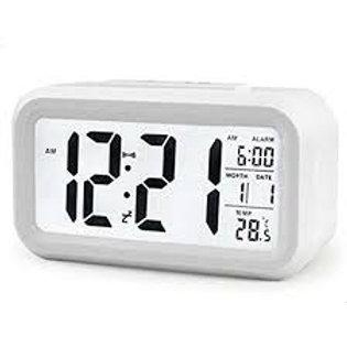 Despertador digital con sensor de luz.