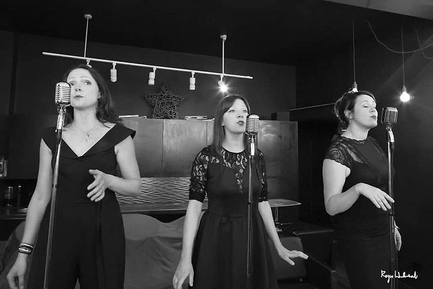 Group singing 1.jpg