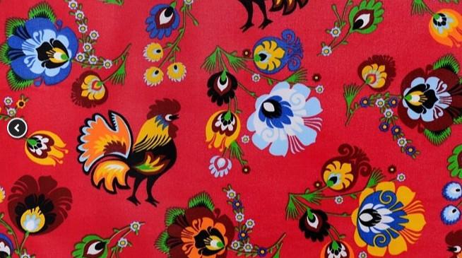 Tissu Lowicz coqs, fleurs sur fond rouge (A-7)
