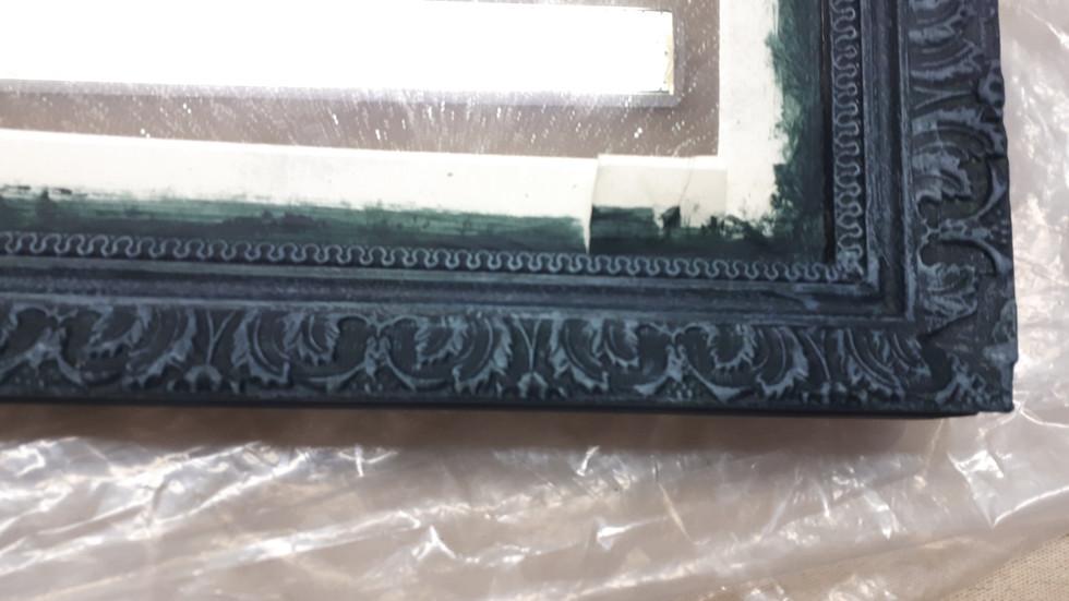 Patine effet bronze mat sur encadrement de miroir
