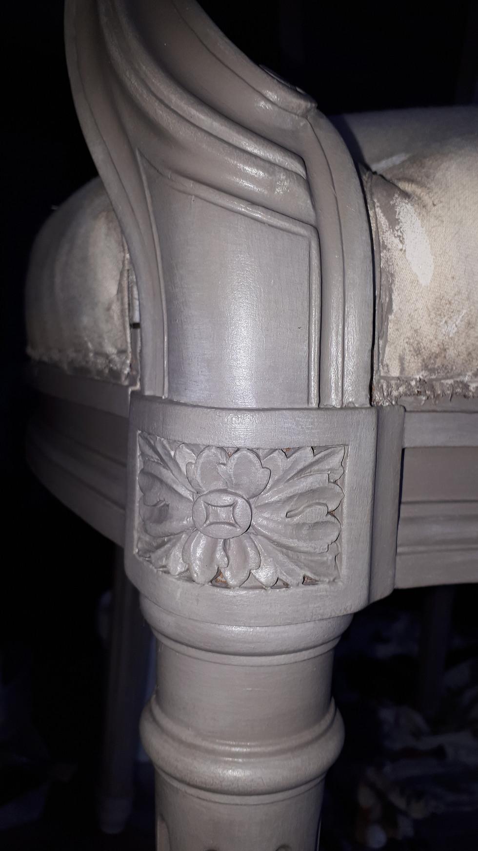 Détail de patine d'un fauteuil médaillon