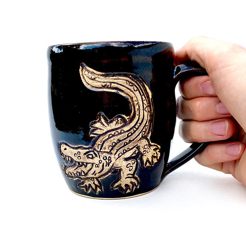 Alligator Pottery Mug, Handcarved Ceramic cup, Handmade Wheel thrown
