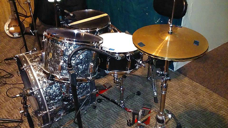 Bob ML Tressler's 1963 Ludwig kit in the studio with Bentley Lewis-Beier 1.5 Steel--6.5 x 14....