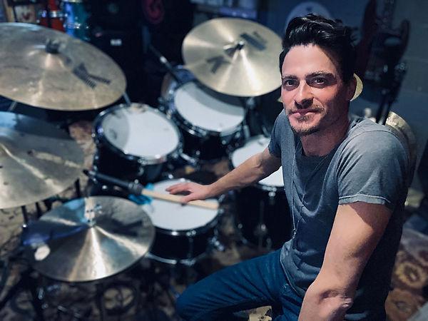 Seth Rausch (Keith Urban) in his studio-
