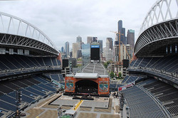 Pre-show at Centurylink Field. This was the first show Sean Paddock used his 1.5 Steel-5.5 x 12 live