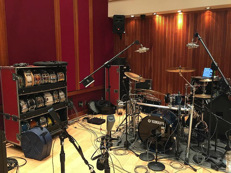 Tommy Harden's kit-Nashville-Blackbird Studio-Beier 1.5 Steel--4 x 15 behind his kit.....