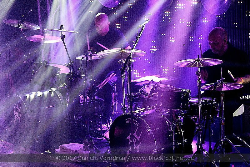 Achim Faerber (right) live in 2017 with Project Pitchfork & his main-Beier 1.5 Steel--5.5 x 14....
