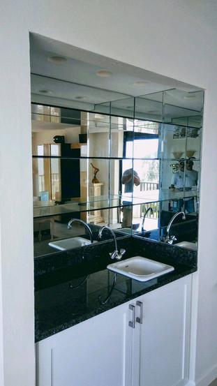 Wet bar mirrored backsplash with glass s