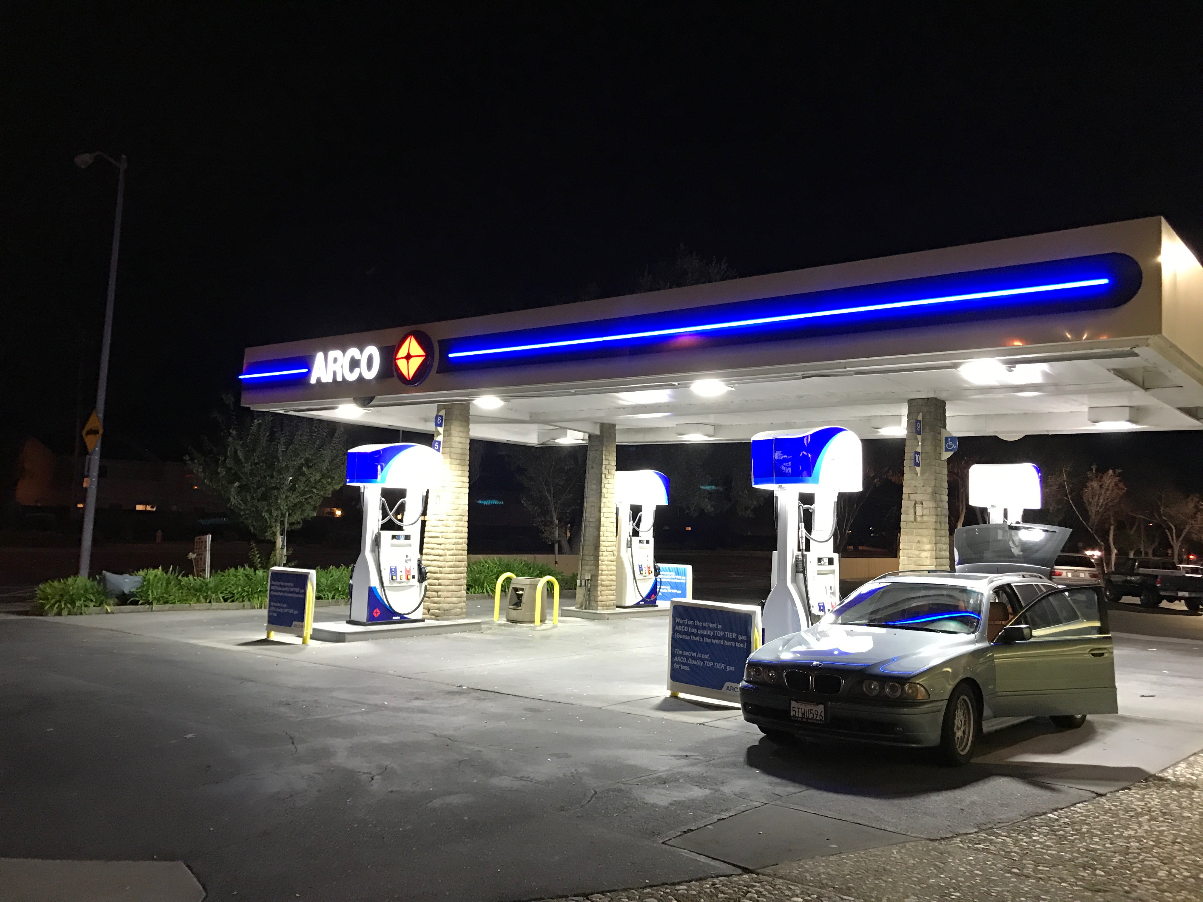 ARCO_gas_station