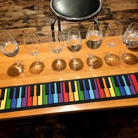 グラスハープ(ワイングラスと水)と巻けるキーボード