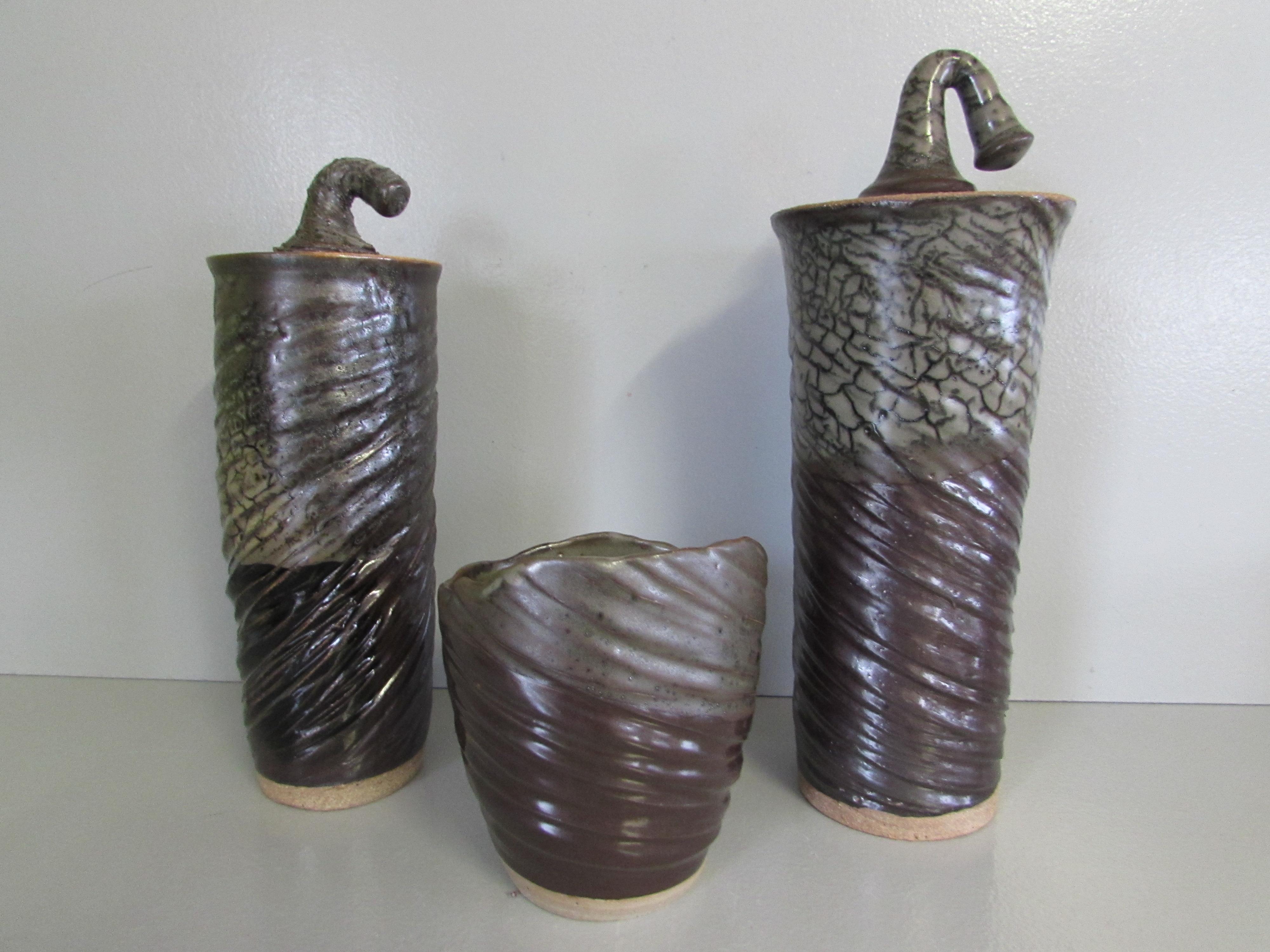Grandes boîtes et vase striés
