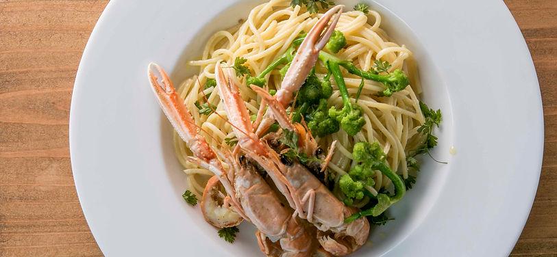 ヨーロッパの手長エビと地元野菜のペペロンチーノ