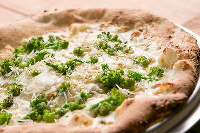 ピッツァ|地元の野菜と瀬戸内の「しらす」