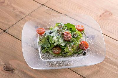地元の野菜サラダ