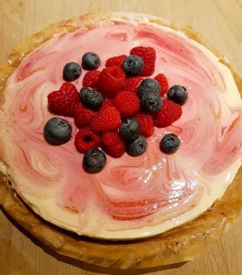 Lichte cheesecake met frambozencoulis.jp