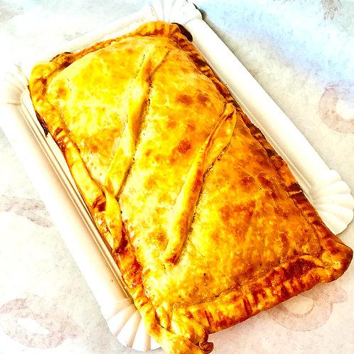 Empanada artesana pequeña de atún