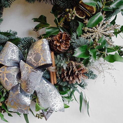 floom-herbert-isles-christmas-wreath-sil