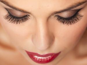 5 мифов о наращивании ресниц