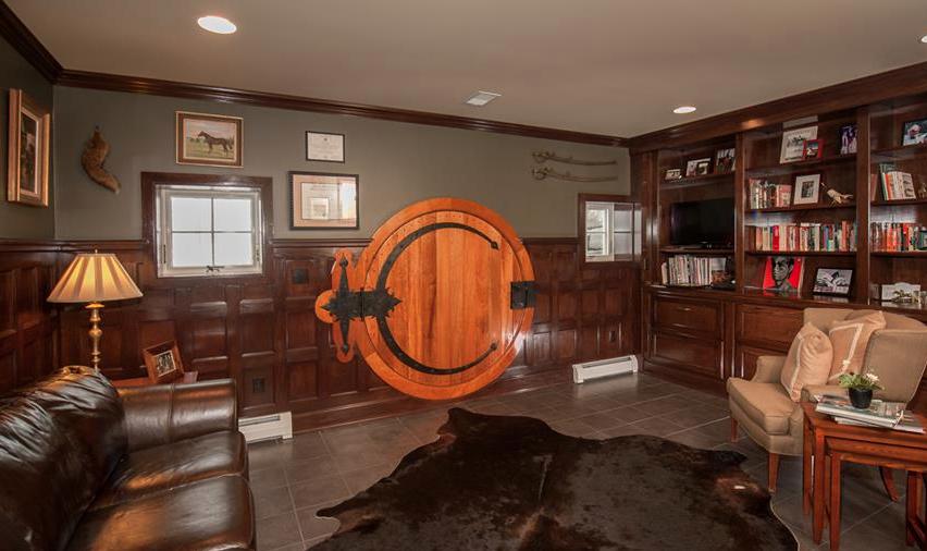Wool House, Hobbit Door