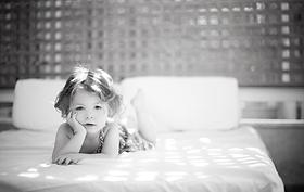 ベッド上の子供