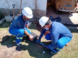 Incentivando o consumo consciente, SANEOURO inicia instalação de hidrômetros