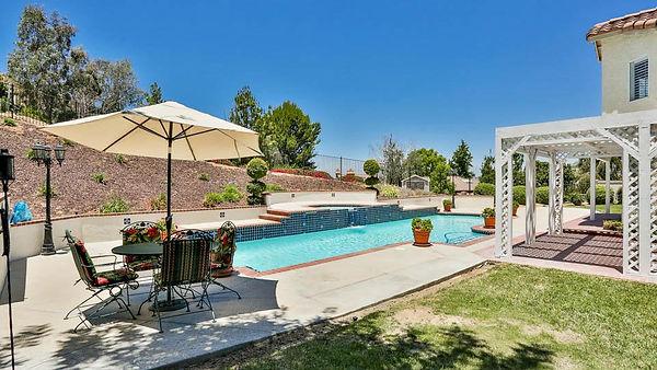 mortgage la sierra victoria grove swimming pool