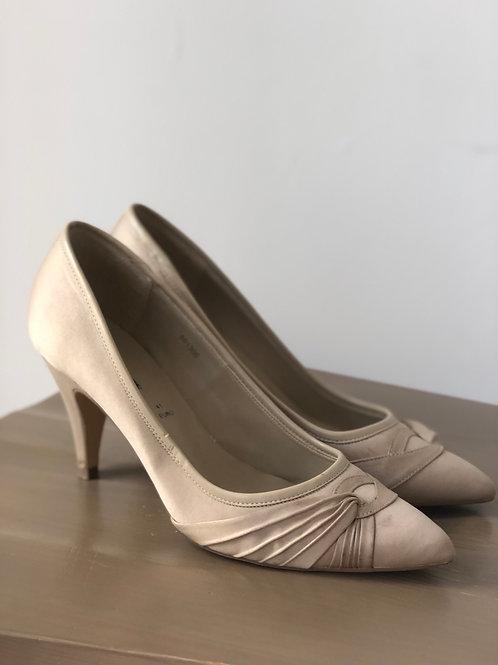 Cream David Emanuel heels