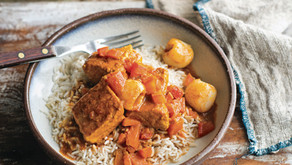 Salmon curry with lychees and tomatoes