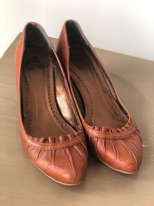 Brown low heel courts