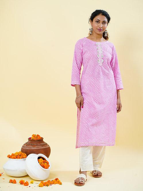 Chacha's 101809A leheriya print kurta wth solid white straight cotton pants.