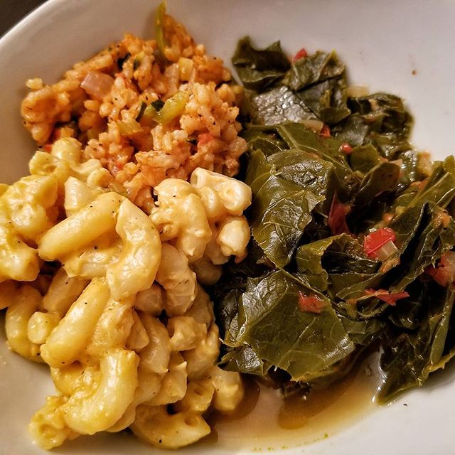 All Vegan EVERYTHING _THANKS to _lachellecunningham _She did that❤️❤️❤️❤️ This macaroni and cheese i