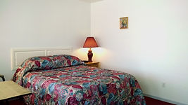 cozy queen room at grand rivers inn