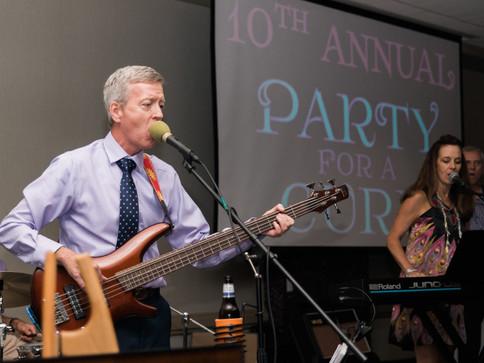 Mark McGrath sings