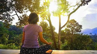 meditation femme de dos.jpg
