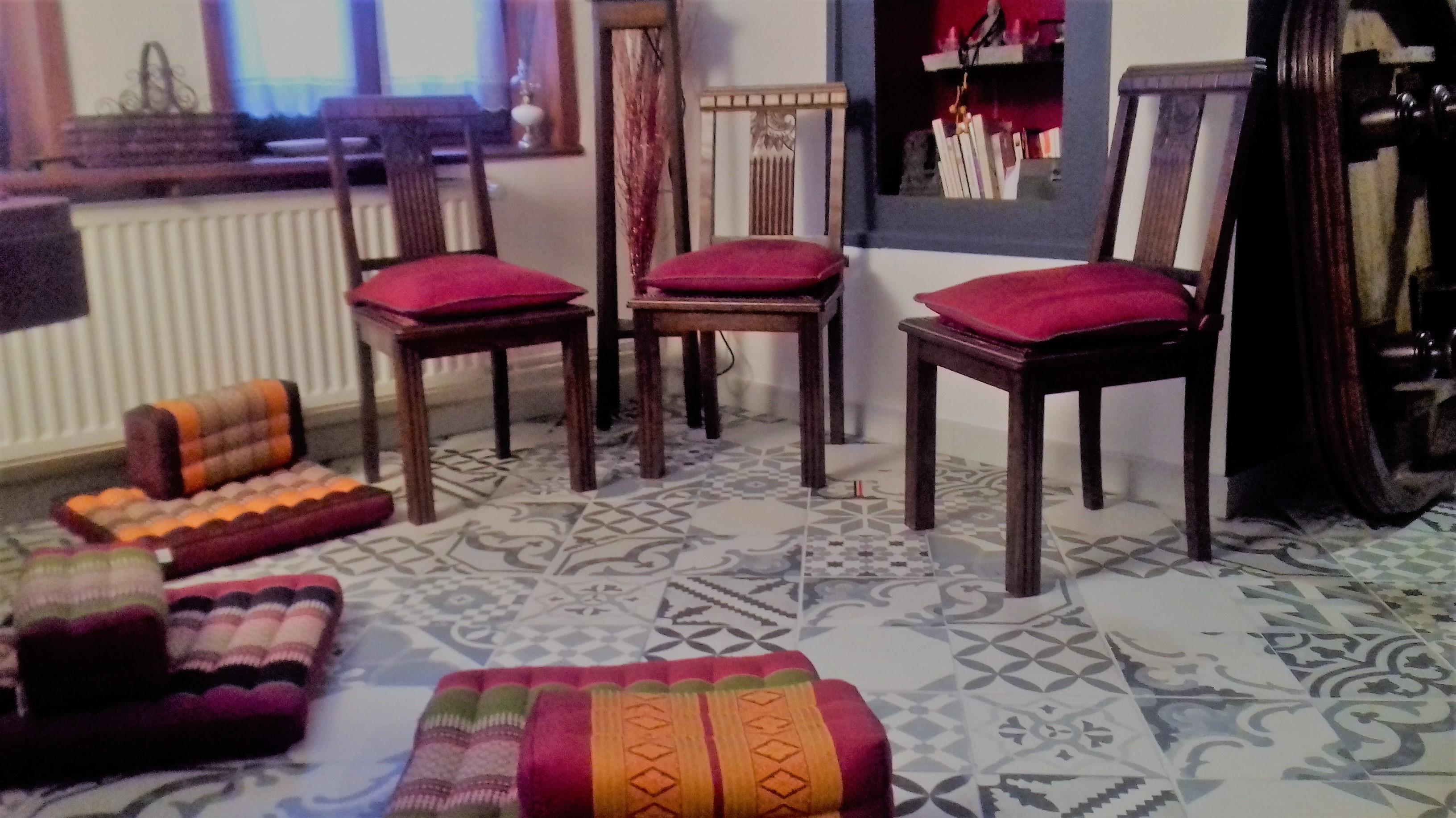 Plusieurs assises méditation 2