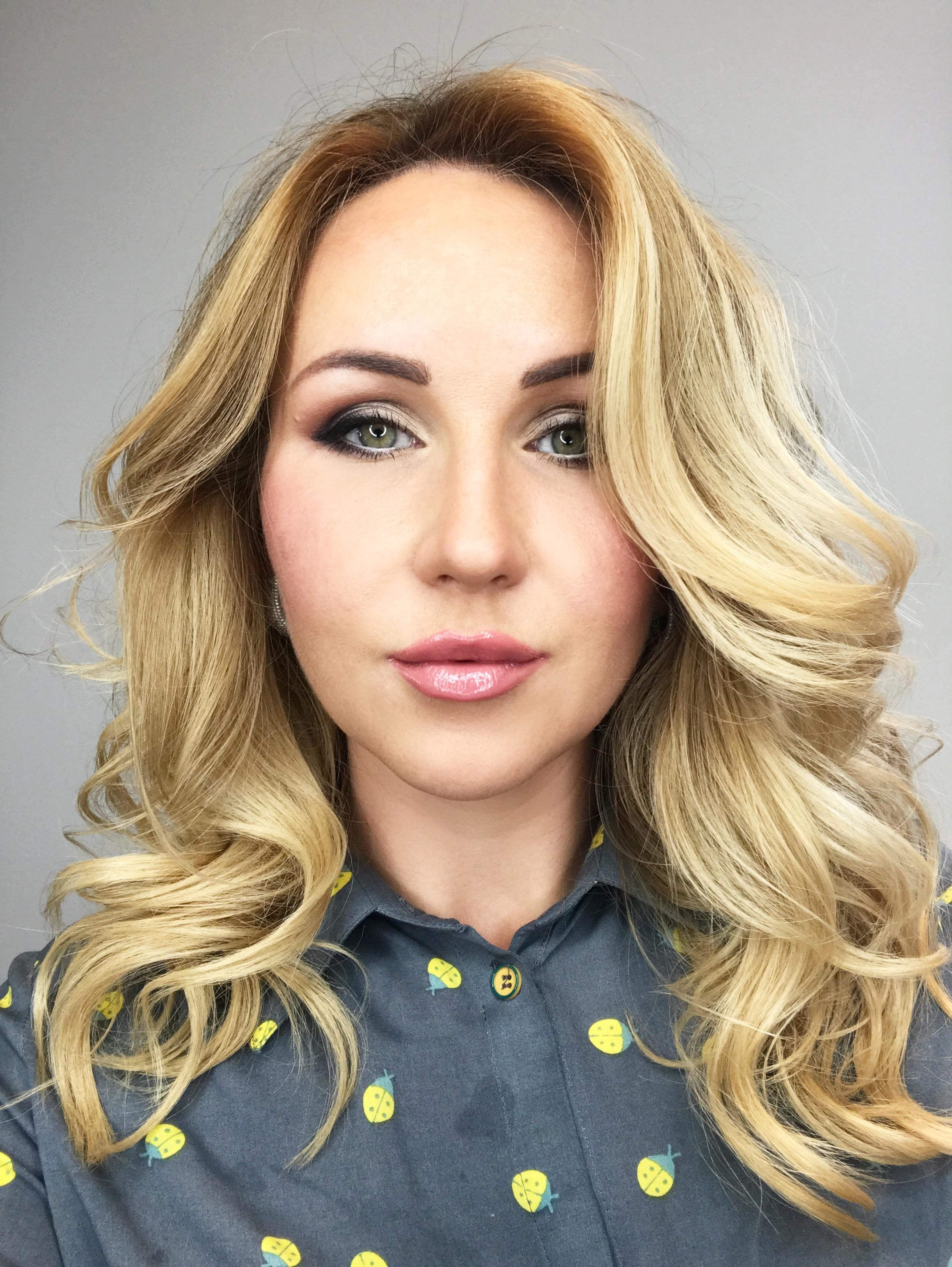 Управляющая, стилисит и визажист Аня